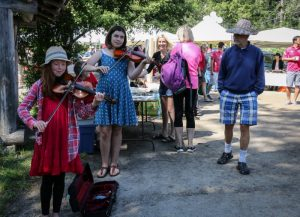 Buskers at Farmers Market, Pender Island BC